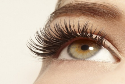 Benefits of an eyelash mask vs. extensions